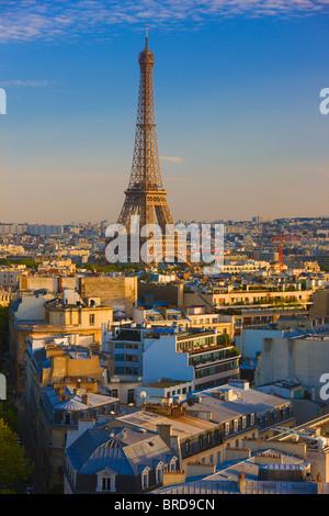 Vista in elevazione della Torre Eiffel, Parigi, Francia Foto Stock