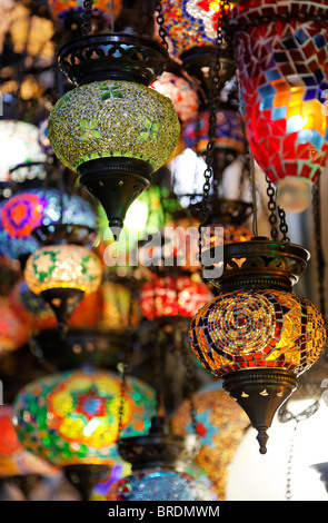 Shop visualizzazione dei paralumi all'interno del Grand Bazaar, Istanbul, Turchia Foto Stock