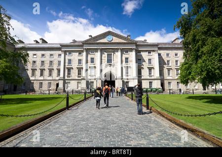 Il Trinity College di Dublino. Tutti i marchi registrati e i volti sono stati clonati. Foto Stock