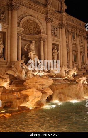 Vista della famosa Fontana di Trevi a Roma, Italia Foto Stock