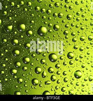 Texture di gocce d'acqua sulla bottiglia di birra. Foto Stock