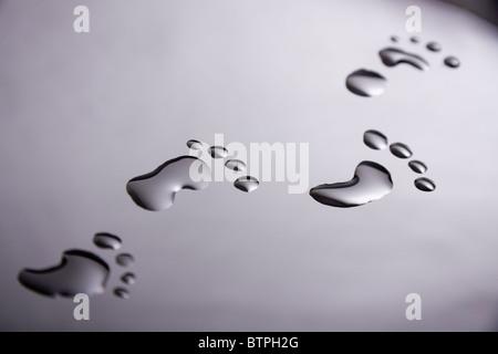 Footprints realizzato da gocce di acqua