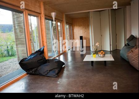 """Parigi, Francia, Green House, zero consumo di energia, """"Casa Passiva"""" nella periferia di Parigi, all'interno/ ARCO Foto Stock"""