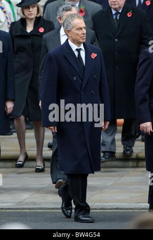 Ex primo ministro Tony Blair assiste il ricordo domenica memoriale di servizio presso il Cenotafio, Whitehall, Londra, Novembre.