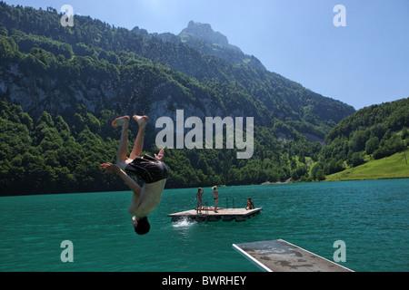Svizzera Europa Lago di Lucerna all'aperto all'aperto al di fuori del paesaggio alpino di montagna delle Alpi montagne Foto Stock