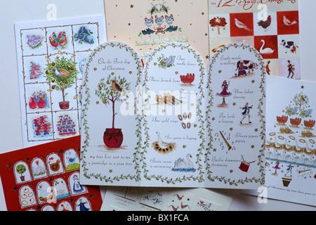 Selezione di Carte di Natale sulla base di dodici giorni di Natale Foto Stock
