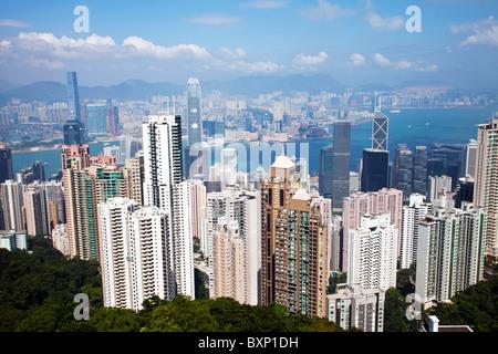 Il fantastico skyline di Hong Kong come visto dal di sopra del giorno. Porto di Victoria Harbour e Kowloon Hong Foto Stock