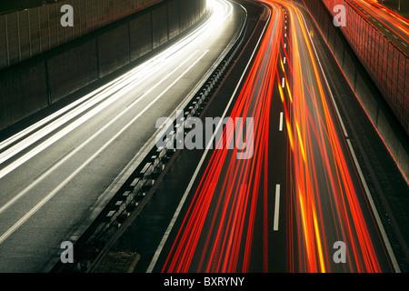 Ora di punta del traffico su A40 autostrada, Essen, Germania Foto Stock