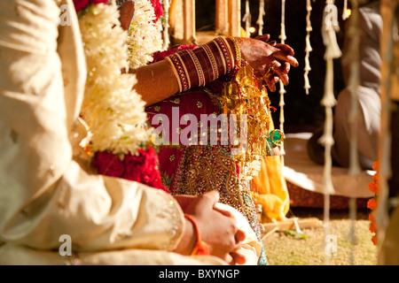 Matura in ornati, Indiana tradizionale abbigliamento per matrimoni Foto Stock
