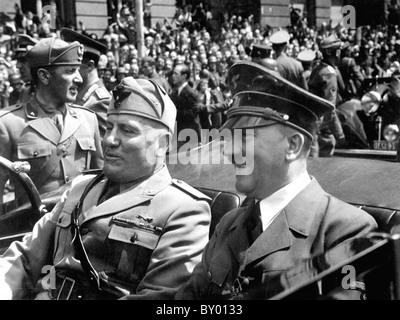 BENITO MUSSOLINI e Adolf Hitler a Monaco di Baviera nel giugno 1940 Foto Stock