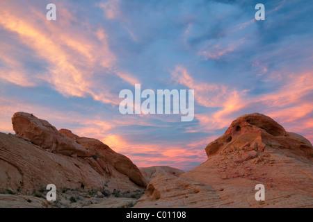 Tramonto e rocce colorate. La Valle del Fuoco del parco statale, Nevada Foto Stock