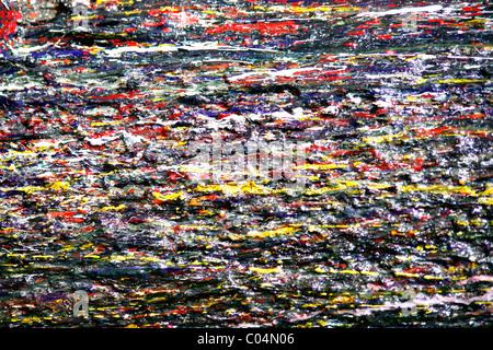 Gocce di vernice policroma su una parete Foto Stock