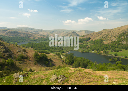 Il lago più vicina è rydal acqua, più lontana è grasmere, visto da sopra lanty cicatrice sul loughrigg cadde, cumbria, Regno Unito. il distretto del lago. Foto Stock
