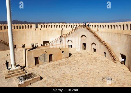 La piattaforma gunnery a Nizwa Fort in Oman. Foto Stock