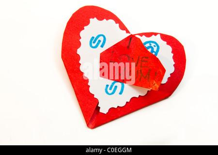 Carta rossa cuore fatta da bambino Foto Stock