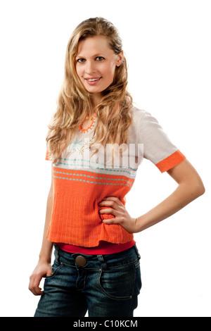 Una giovane donna di 24 anni, slim, bionda, piuttosto, metà ritratto Foto Stock