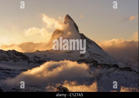 Monte Cervino alla luce del sole di setting, Zermatt, Vallese, Svizzera, Europa, Europa