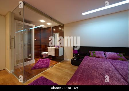 Bagno In Camera Con Vetro : Il lusso moderno camera da letto con bagno separati da una grande