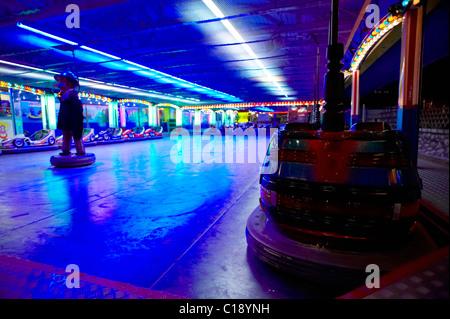 Dodgems durante la notte, il Prater di Vienna Park, Vienna, Austria, Europa Foto Stock