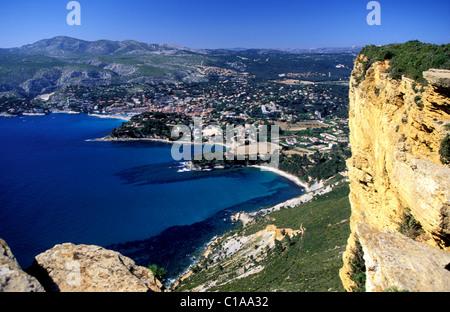 Francia, Bouches du Rhone, Cassis città vista dal Capo Canaille Foto Stock