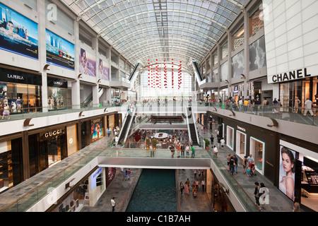 Il Shoppes at Marina Bay Sands - un centro commerciale per lo shopping al Marina Bay Sands Hotel & Casino complessa, Foto Stock