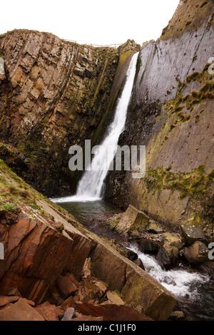 Cascata a Speke mulino della bocca, vicino Hartland Quay, Devon. Foto Stock