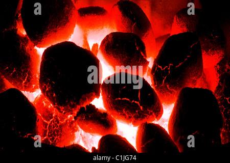 Red carboni caldi.Non fumogeno fuoco di carbone di close-up.
