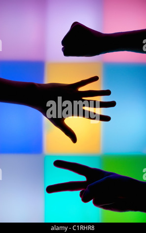Questa fotografia scattata in una luminosa sala sensoriale progettata per rilassare e divertire adulti e bambini Foto Stock