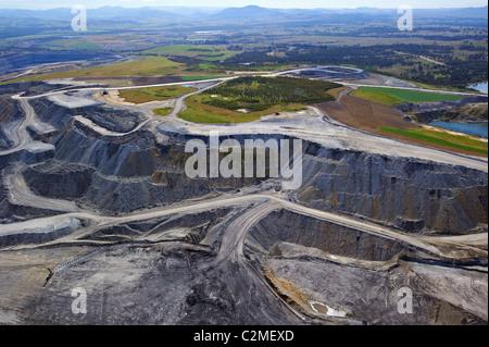 Vista aerea di aprire il taglio della miniera di carbone di Hunter Valley NSW Australia Foto Stock