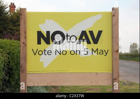 Una targhetta al di fuori di una proprietà nel Wiltshire sostenere un voto negativo per la votazione alternativa Foto Stock