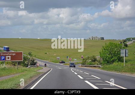 A303 trunk road a Stonehenge, Salisbury Plain, Wiltshire, Inghilterra, Regno Unito Foto Stock