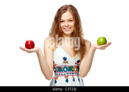 Ritratto di una ragazza con il rosso e il verde mele Foto Stock