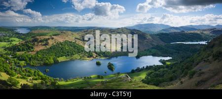 Rydal acqua e Loughrigg è sceso dal NAB di cicatrice con Windermere (sinistra) e Grassmere (a destra). Lake District. Cumbria. In Inghilterra. Regno Unito. Foto Stock