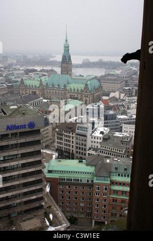 Centro di Amburgo, Germania, visto dalla parte superiore della Santa Chiesa di San Nicola