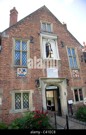 Gesù Ospedale, almshouse su Bray High Street Foto Stock