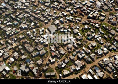 Vista aerea di KTC township vicino all'aeroporto internazionale di Città del Capo in Sud Africa. Foto Stock
