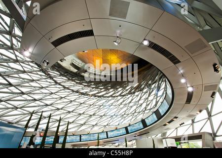 Gli interni di un museo, il museo BMW Monaco di Baviera, Germania Foto Stock