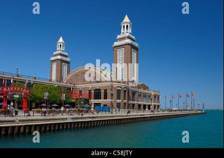 Il Navy Pier, Chicago, Illinois, Stati Uniti d'America, Stati Uniti, America, acqua, torri Foto Stock