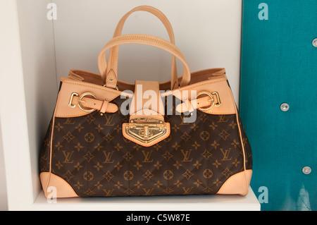 f52b7e272d ... Louis Vuitton mock imitazione falso falso sham borsa borse Turchia  Bagno Turco Foto Stock