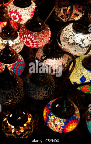 Lampade decorative sul display al Grand Bazaar, Istanbul Foto Stock