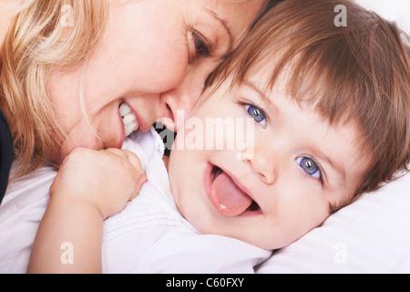 Madre e figlia giocando Foto Stock