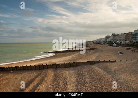 Eastbourne lungomare al tramonto, East Sussex, England, Regno Unito Foto Stock