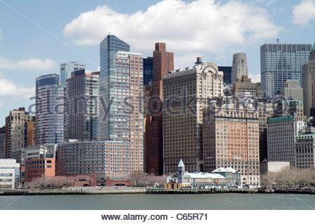 La parte inferiore di Manhattan New York City New York NY Battery Park il Quartiere Finanziario in FiDi del porto Foto Stock