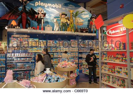 Manhattan New York City New York NY Midtown Times Square Toys R Us negozio di giocattoli catena acquirenti dello Foto Stock
