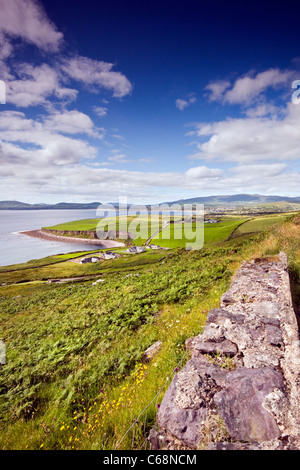 Il paesaggio sul Ring di Kerry in Irlanda guardando verso Waterville, arrivando da est Foto Stock