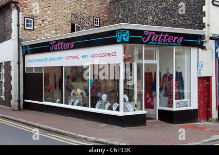 Brandelli tallone e gioielleria in vecchio Margate, Kent Foto Stock