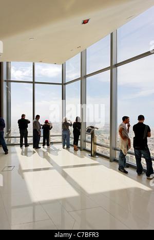 Il più alto ponte di osservazione nel mondo, nella parte superiore, il Burj Khalifa, la torre più alte del mondo, Foto Stock