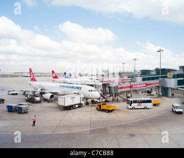 L'Aeroporto Internazionale Ataturk , Istanbul , Turchia. La Turkish Airlines Foto Stock