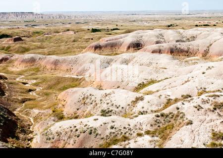 Tumuli colorate sono esposte da erosione nel Parco nazionale Badlands in Sud Dakota. Foto Stock