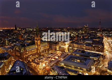 Amburgo tradizionale Mercato di Natale, il Municipio, piazza Rathausmarkt, neve, la città di Amburgo, Germania, Europa